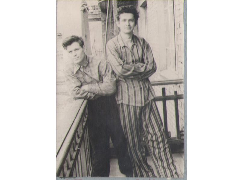 Е.Л. Тарунин (в пижаме) и И.С. Утробин