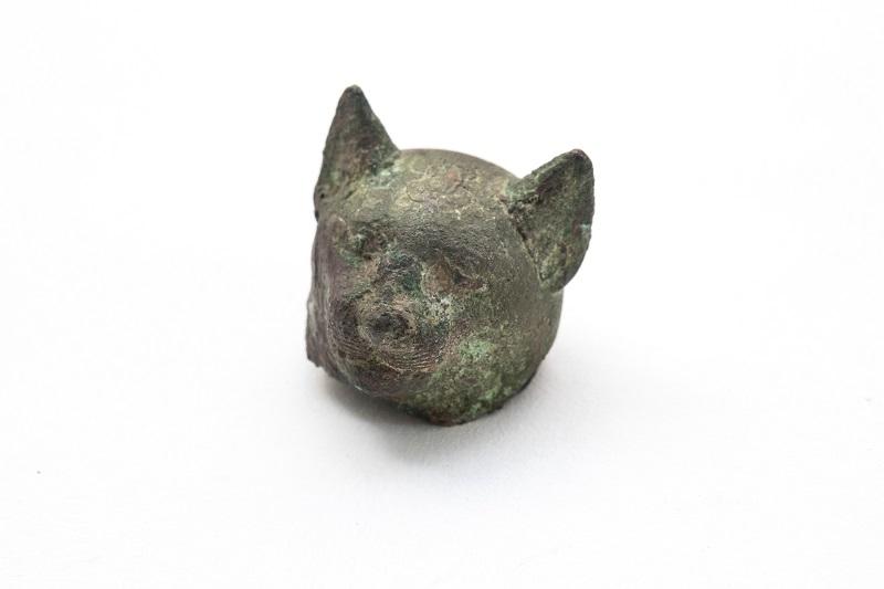 Фрагмент статуэтки кошки (богиня Бастет). Древний Египет, I тыс. до н.э. Бронза