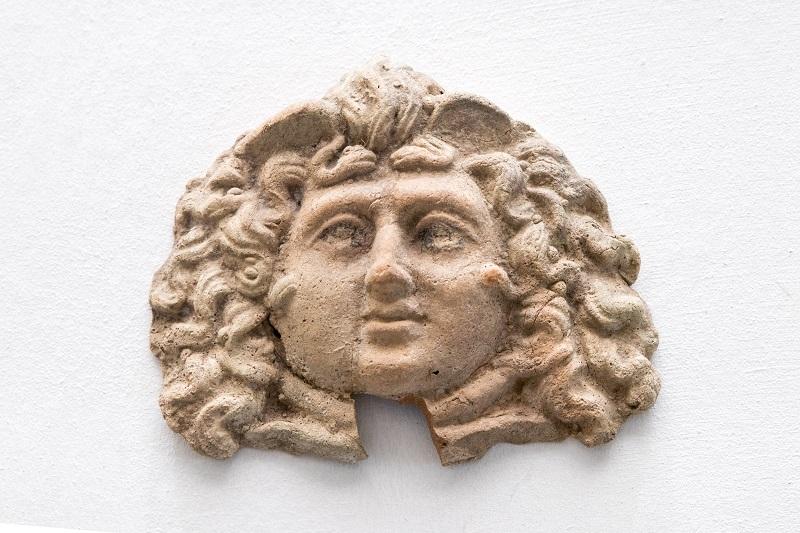 Маска горгоны Медузы. Древняя Греция, I в. н.э. Глина
